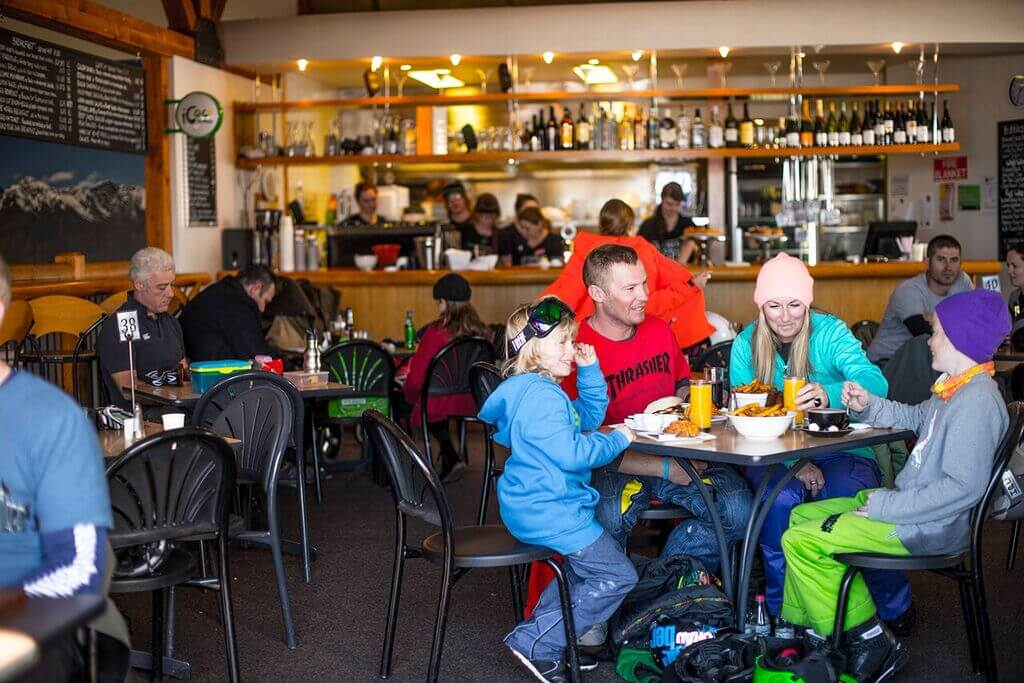 Candrona_Alpine_Resort_cafe
