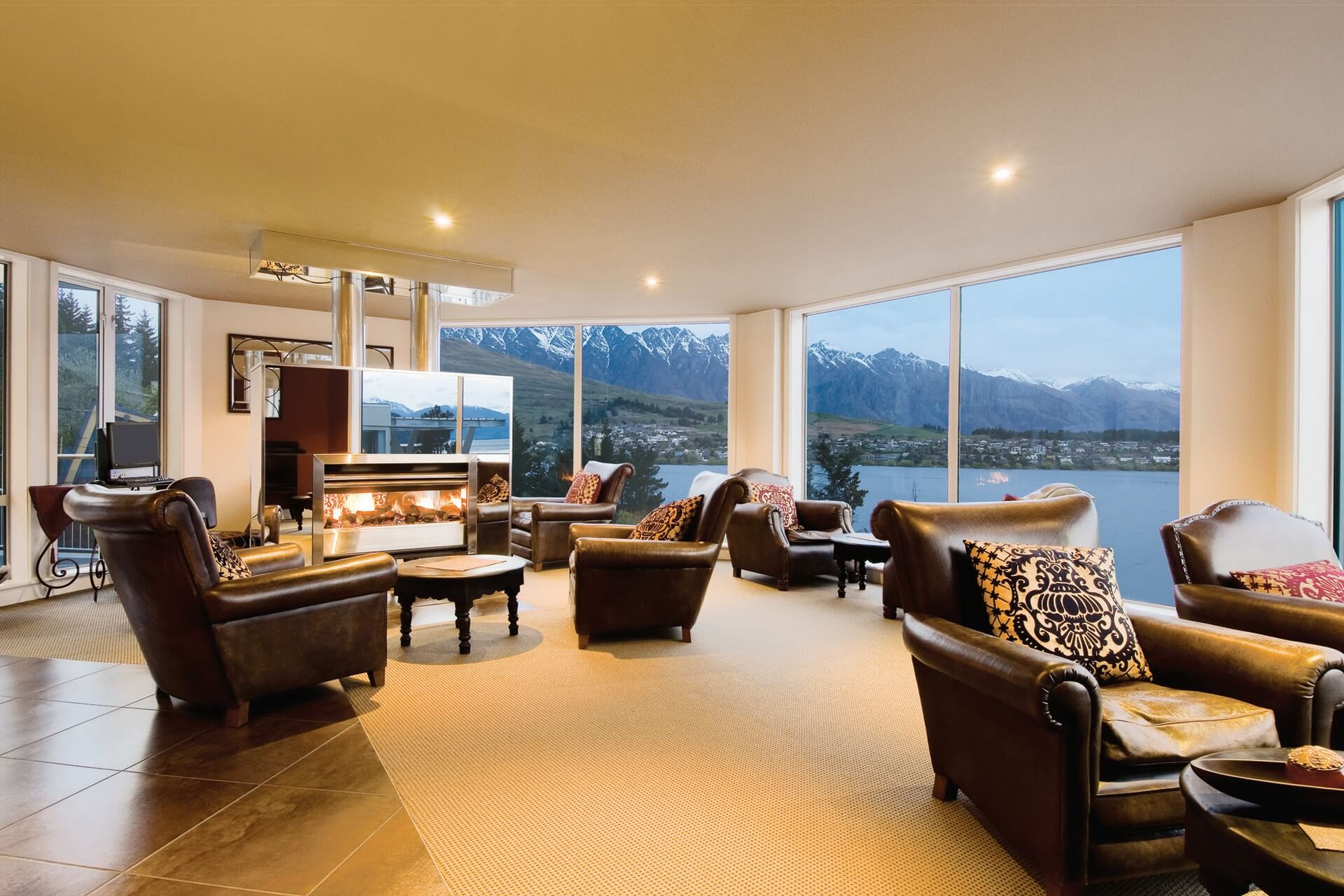 Queenstown_Oaks Club - Common Lounge & View(1920x1280)