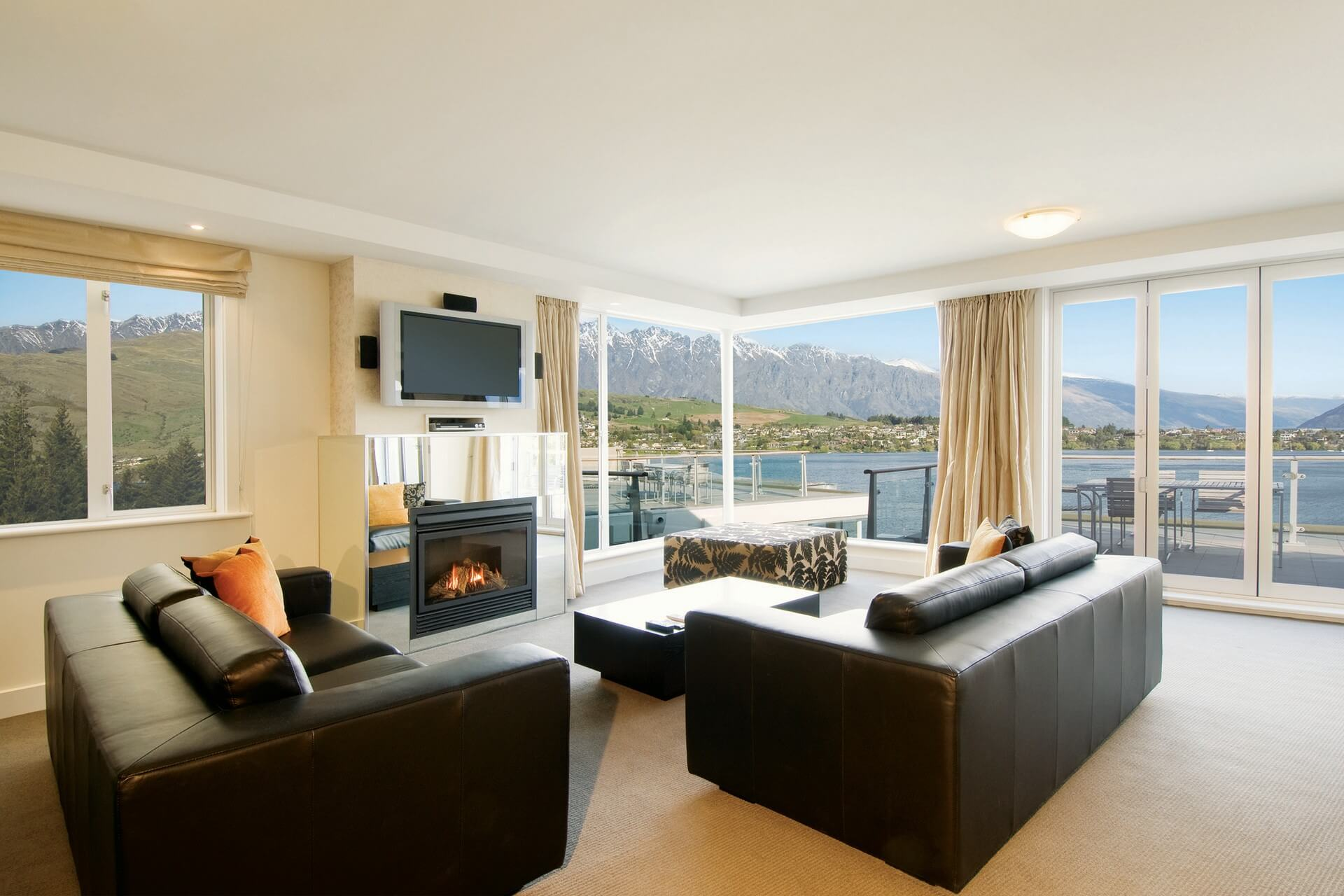 Queenstown_Oaks Club - Living Room View(1920x1280)