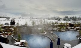 Wanaka_Grand Mercure Oakridge - Pool with snow!